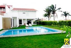 Bella casa con piscina en Jardines del urubo