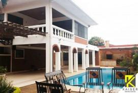 Bella casa con piscina y 5 dormitorios, Zona norte 2do Anillo