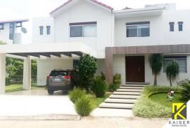 Bella casa en Colinas del Urubo