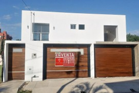 VENTA 175.000$us. HERMOSA CASA A ESTRENAR DE 4 dorms. Zona  Av. Paragua 2do y 3er Anillo