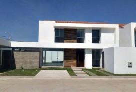 ULTIMA HERMOSA CASA en Condominio  255.000$us. de 4 Dorms. ZONA NORTE - 4to y 5to. Anillo