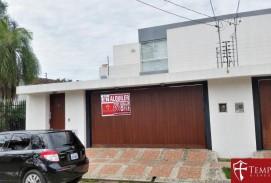 ALQUILER: 1500$us. URBARI- Av. Pirai 2do y 3er Anillo HERMOSA CASA NUEVA de 3 Dorms.