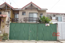 Casa en venta entre av. piray y radial 17 1/2 a cuadra y media del 4to anillo