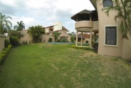 hermosa casa en alquiler barrio sirari