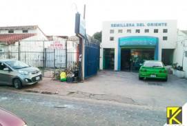 Casa Comercial mas parqueo en Los Pozos