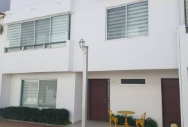 BELLA CASA EN ALQUILER 900$us 3 dorm. en Condominio Cerrado  Av. Beni 4to Anillo