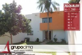 AMPLIA CASA DE 3 DORM, Z/ ROCA Y CORONADO 1.200 $us